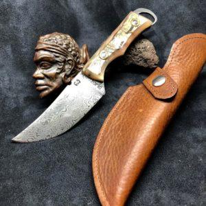 Couteaux modèle poignard